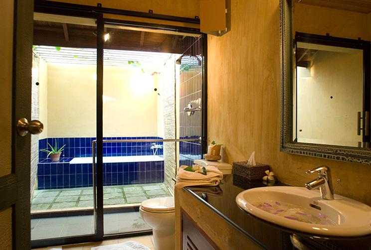 Luxury Washroom At King Pavilion