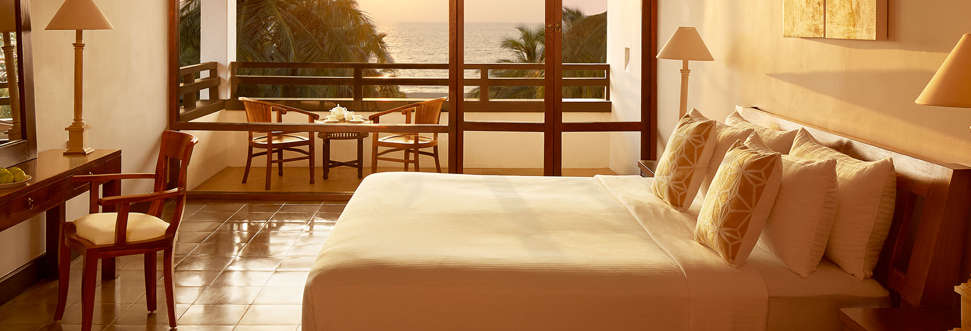 Deluxe Rooms with a balcony overlooking the ocean