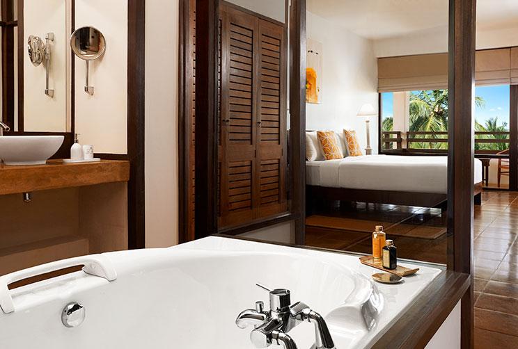 Bathroom with a luxury bathtub