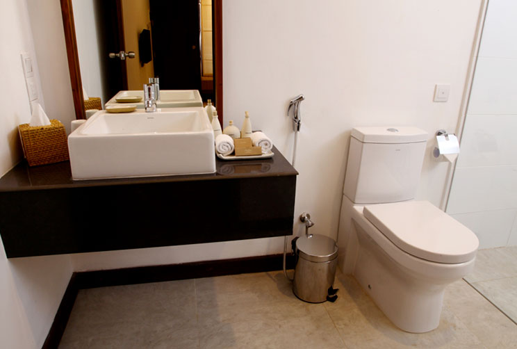 annex room bathroom