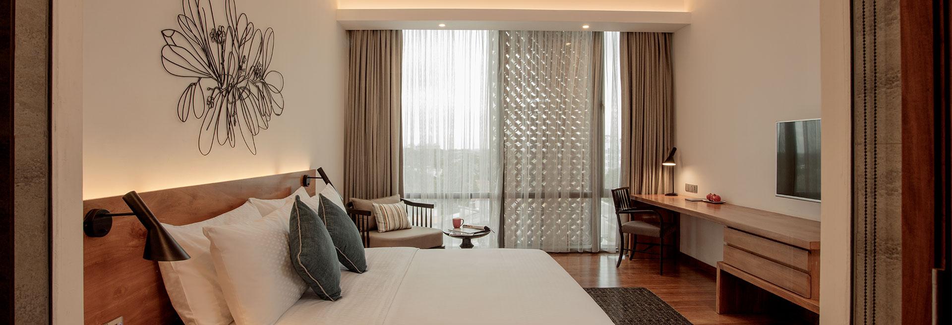 Colombo Seven Luxury Double Bedroom