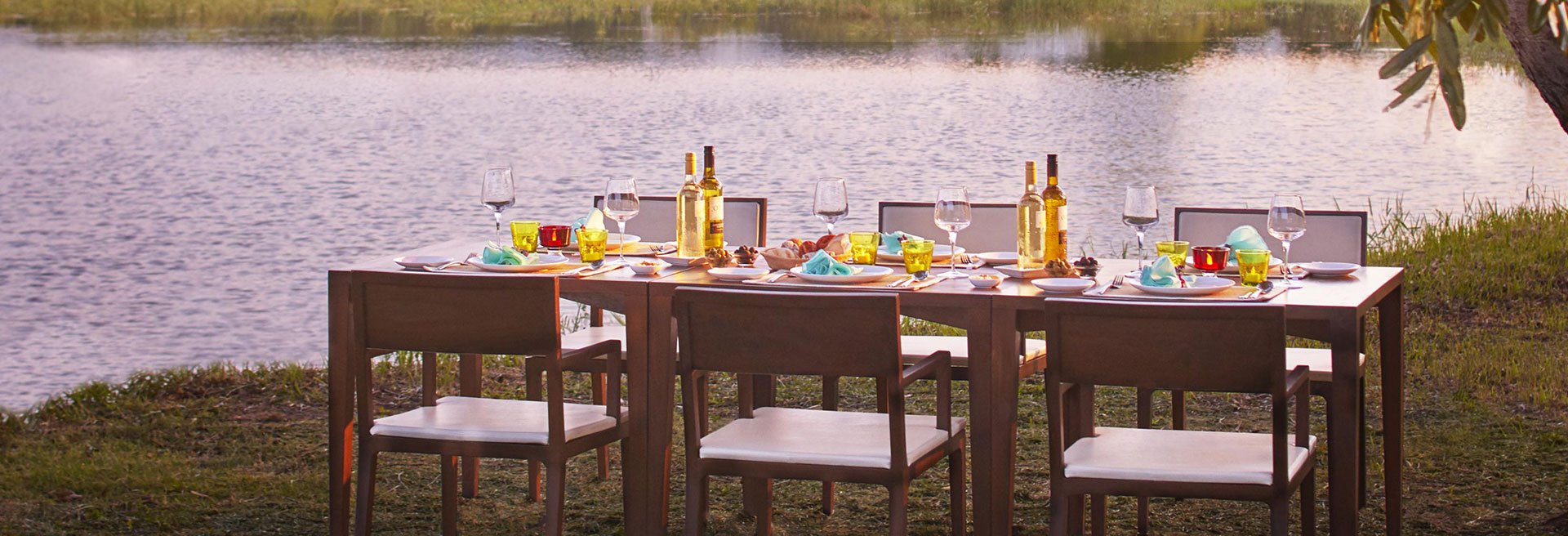 Table set by the lake - Signature dining