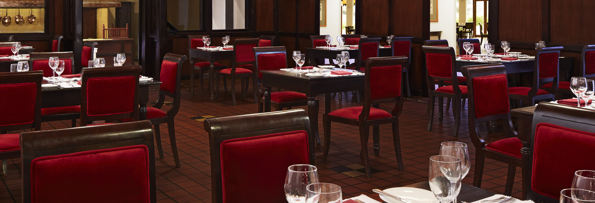 Fine dining restaurant with a colonial theme