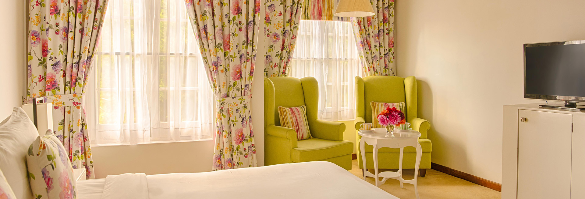 Luxury Deluxe room bedroom in Nuwara Eliya