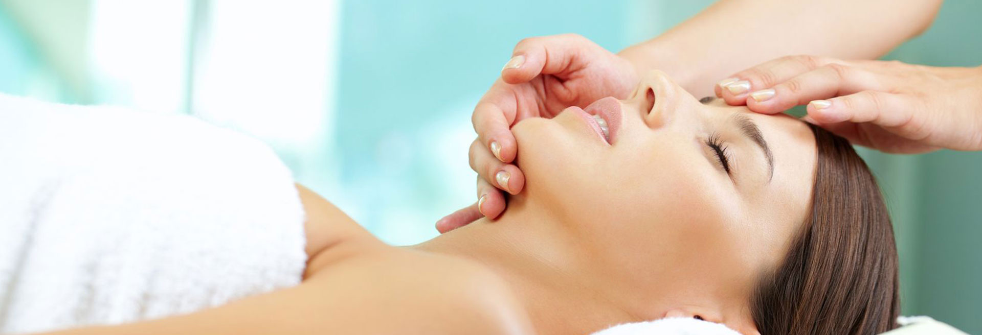 Revitalizing facial Massage