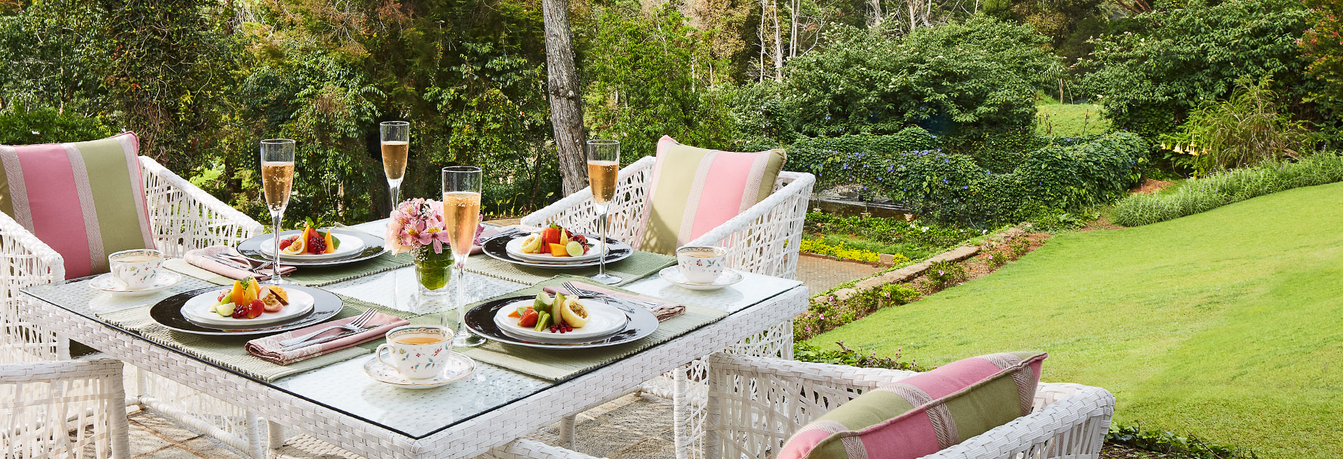 Outdoor dining overlooking the mountain