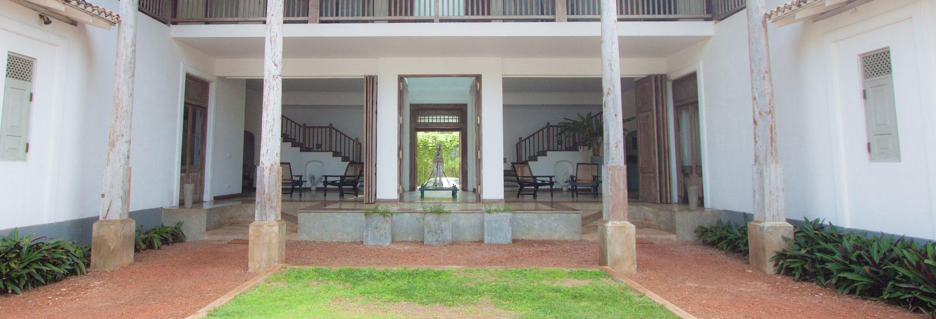 Luxury Lobby Room Exterior
